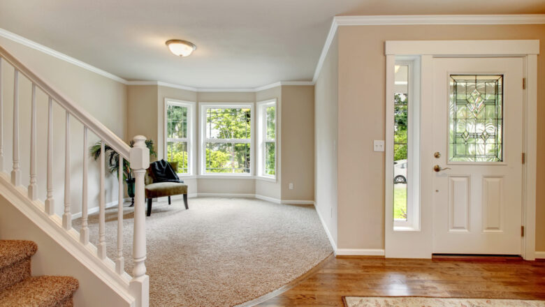 What Are the Things to Look For When Choosing Carpet and Hardwood Flooring?